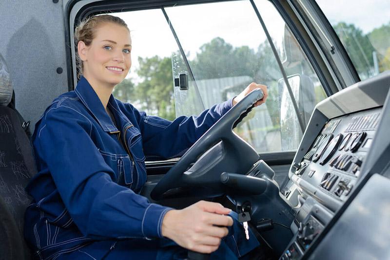 Các tài xế nữ cũng vững tay lái không thua kém gì cánh mày râu