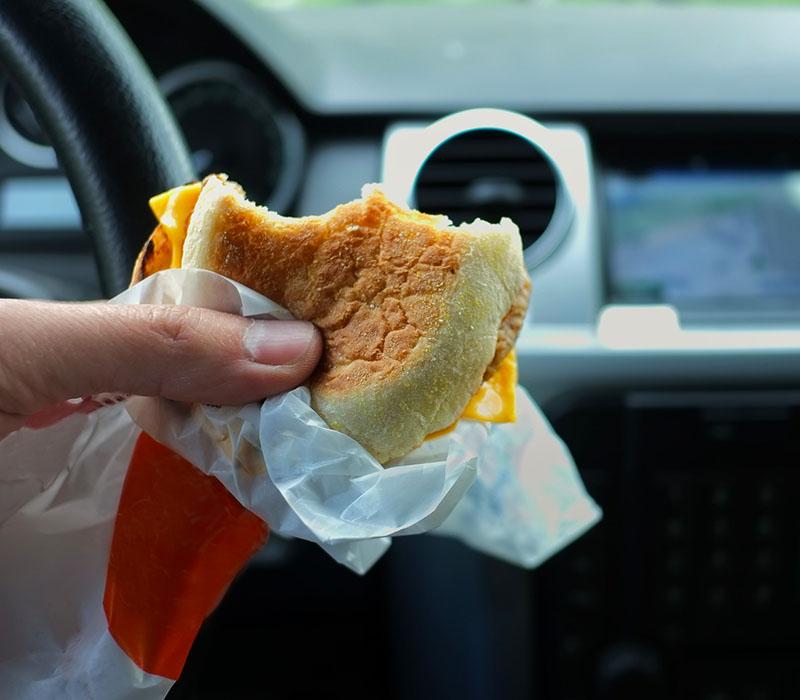 Các tài xế đường dài thường xuyên ăn uống những thực phẩm không lành mạnh